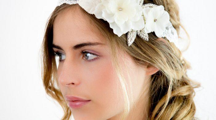 Les différentes coiffures de mariages avec un bandeau cheveu